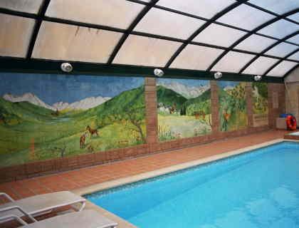 mural-ceramico-piscina-hotel