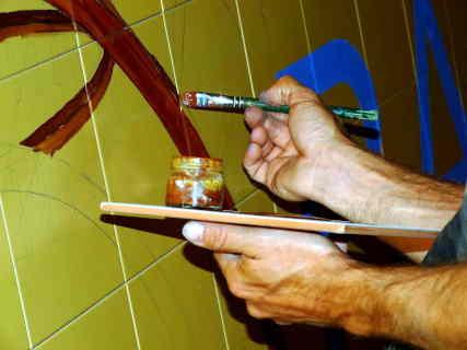 PIntando un mural a mano